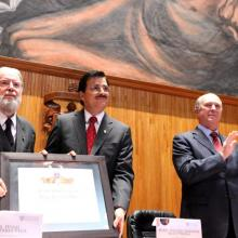 Recibe Hugo Gutiérrez Vega Doctorado Honoris Causa